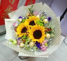 bouquet of sunflowers bouquet sunflowers with ferrero rocher hb032 d d