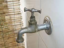 rubinetto perde acqua cambiare la guarnizione di un rubinetto gocciola