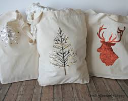 gorgeous diy fabric christmas gift bags via www