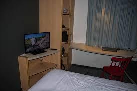 chambre de travail chambre plan de travail placard photo de hotel ibis nantes la