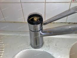 remplacer robinet cuisine conseils plomberie bricolage problème démontage cartouche