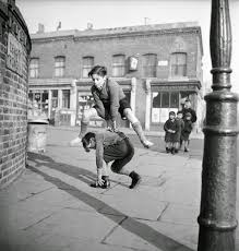 30 interesting and funny vintage photographs of people playing