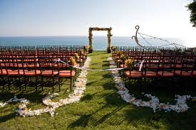 wedding arches coast helpful tips protecting your high heels in the grass the