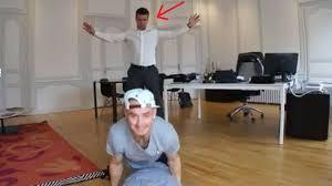 bureau maire de le maire de rochefort danse le hip hop dans bureau l