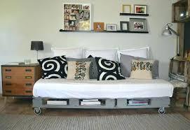 fabriquer un canap en palette faire un canape avec un lit canape lit palette canap en palette bois