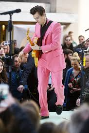 harry styles wears pink suit at today show concert