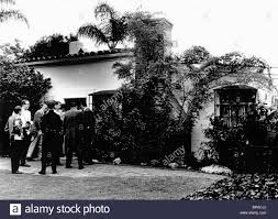 reporters gather outside marilyn monroe u0027s home after death marilyn