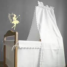pochoir chambre bébé décorer le mur de la chambre de bébé avec le pochoir de la