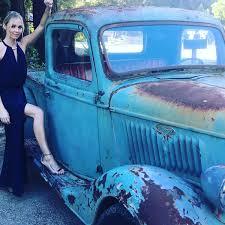 Indigo Vanity Twitter Laura Vandervoort Vandiekins22 Twitter Smallville Cast
