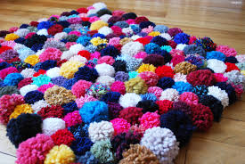 tapis boule feutre diy faire son tapis de pompons