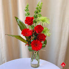 Red Flowers In A Vase Red Roses And Red Flowers From Montreal Florist The Flower Pot