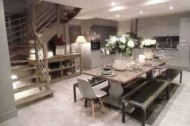 escalier entre cuisine et salon porte d entrée pour idee deco de salon inspirant decoration d une