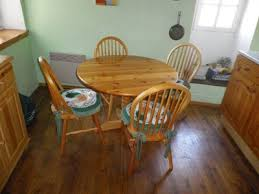 CIRCULAR PINE KITCHEN TABLE AND  CHAIRS UNIK Boutique - Small pine kitchen table