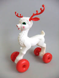 vintage reindeer pull mold plastic deer kitsch