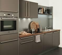 cuisine avec plan de travail en bois cuisine caramel avec une hotte tiroir darty photo 9 20 plan de