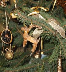 file yule goat on the christmas tree jpg wikimedia commons