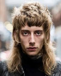 mens hair feathery 70s rock banging haircut for men street hair style pinterest
