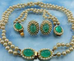 world s most expensive earrings it is the most expensive bracelet in the world this gulf pearl