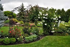 art defines stunning garden on ohio visit to louise and kylee