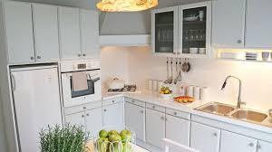 idee cuisine facile diy pour moderniser une cuisine vieillotte aurélie hémar