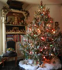 lovely vintage style tree with lots of pretty tinsel now that is