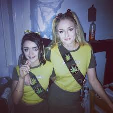 game of thrones u0027 stars sophie turner and maisie williams wear
