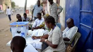 tenue d un bureau de vote tchad en attendant les résultats d une élection contestée rfi