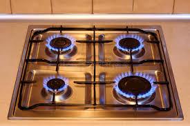 gaz de cuisine poêle de gaz de cuisine avec des flammes d incendie image stock