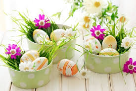 Easter decoration ideas with brightly painted and splendidly