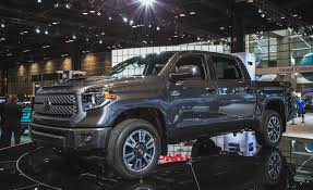 toyota tundra 2018 toyota tundra pictures photo gallery car and driver