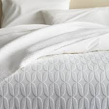 White Matelasse Coverlet Twin Master Coverlet 149 00 Jolie Twin Coverlet Crate And Barrel
