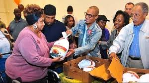 t i gives out 300 thanksgiving turkeys in atlanta eurweb