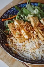 vegan rice noodle salad with baked tofu u0026 lemongrass dressing