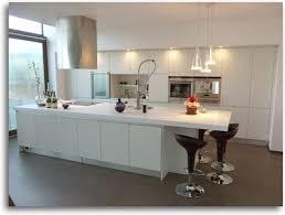 ilot central dans cuisine ilot bar cuisine ikea galerie et white bringing positive energy