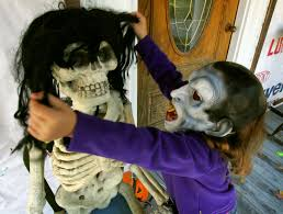 7 easy halloween decoration diys that will scare the daylights out