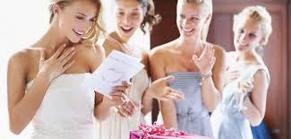 un cadeau de mariage invitée à un mariage quel cadeau offrir aux mariés grazia