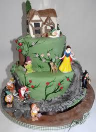 snow white cake cake by sarah peckett cakesdecor