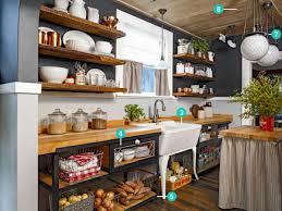 küche einrichten kleine küche einrichten landhausküche mit viel stauraum