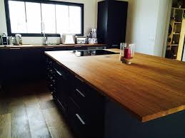 plan de travail bois cuisine rangements sur un lot central plan de travail en bois avec plan de