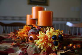 calm diningroom decoration with autumn leaves great tips for fall