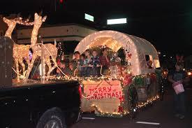 christmas light parade floats parade makes for magical night in downtown dade city tbo com
