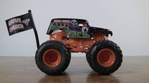 grave digger 30th anniversary monster truck toy wheels monster jam grave digger 2017 new look unboxing youtube
