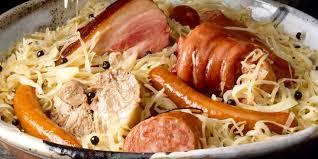 cuisiner choucroute cuite choucroute alsacienne recettes femme actuelle