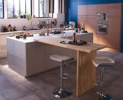 travailler en cuisine cuisine avec coin repas table bar îlot pour manger côté maison