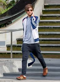 louis tomlinson full biography louis tomlinson to fight briana jungwirth for custodial rights of