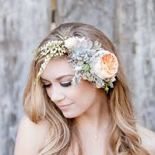 flowers for hair awesome wedding hair tips for wearing flower crowns