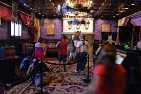 Be Our Guest Dining Rooms How To Meet Beast At Be Out Guest Restaurant In The Magic Kingdom