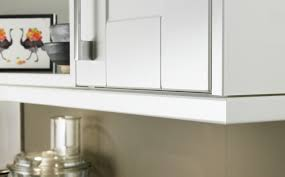 burford gloss white kitchen shaker kitchens howdens joinery