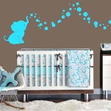 chambre bébé turquoise idee deco chambre bebe turquoise a motif sticker mural lit open