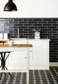 carrelage noir et blanc cuisine carrelage métro noir qui invite l élégance dans nos domiciles